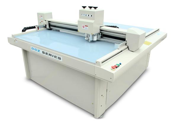 纸箱打样机机电一体化的特点。